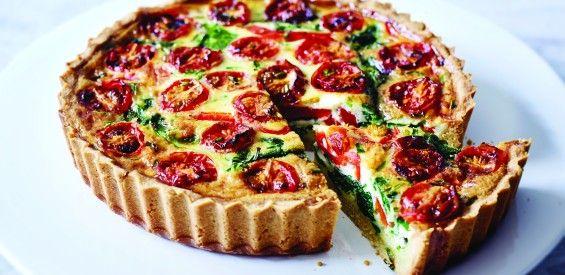 gezonde darmen kookboek, quiche-met-amandelkorst-en-spinazie-tomaat-en-rode-paprika