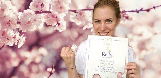 Karlijn haalt haar 1e graad Reiki. Maar of ze nu healing hands heeft…
