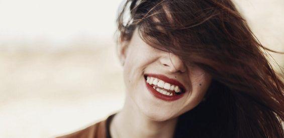 Als je veel lacht ben je aantoonbaar gezonder – en dit is waarom