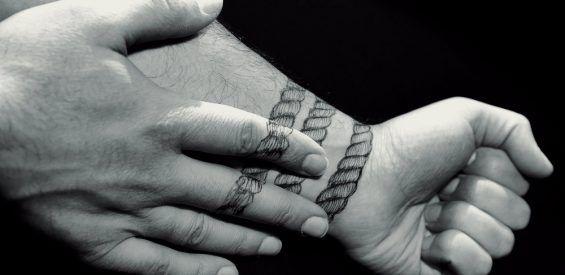 EFT: Zo klop je emotionele problemen weg met je eigen vingers
