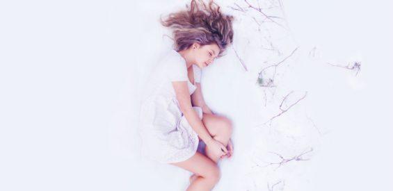 Slaap je slecht? Vermijd dan deze 5 voedingsmiddelen in de avonduren