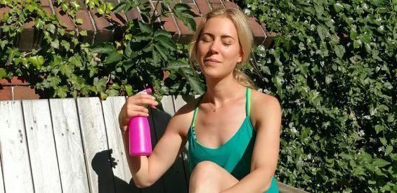 Met dít geheime ingrediënt maakt Karlijn haar healing waterspray