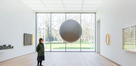 Belevingskunstwerken spotten in een Wassenaarse prachttuin