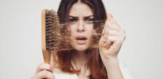 Last van overmatig haaruitval? Wellicht zijn het je hormonen…
