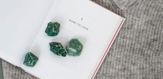 Edelstenen EHBO: waarom déze groene steen jouw beste vriend is bij de eerste volle maan van de lente