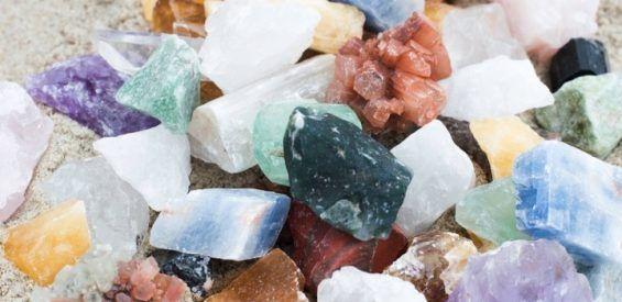 Lieve yogi, leg 1 van deze 5 kristallen op je mat en geef je practice een boost