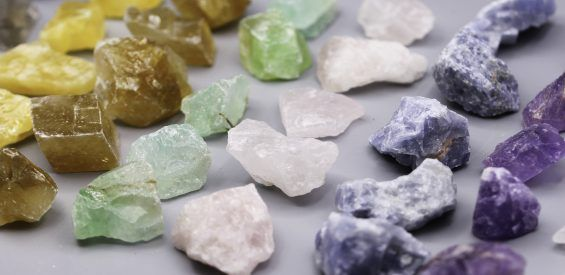 Hogere kristalkunde: 5 tips om jouw stenen (energetisch) brandschoon te krijgen