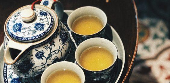 Japans onderzoek toont aan: dit is wat 1 kopje citroenmelisse thee per dag doet voor je gezondheid