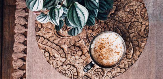 7 Ayurvedische eyeopeners voor coffee lovers