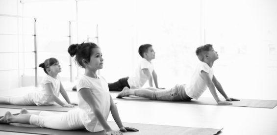 Kinderyoga therapeute: zó blijft jouw kind overeind in een overprikkelde wereld