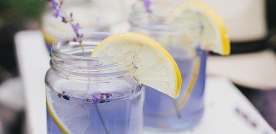 Lavendel limonade: zo maak je het zomerse zusje van water