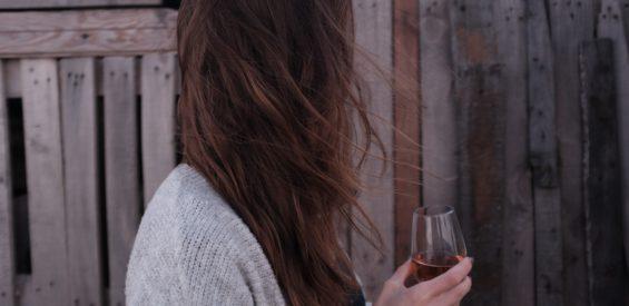 Professor windt er geen doekjes om: dít zijn de gevolgen van alcohol voor je lichaam