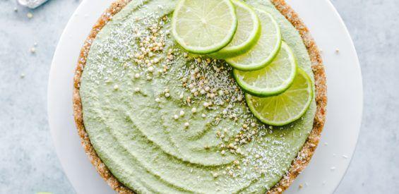 Recept: vegan limoen cheesecake met een vulling van cashewnoten en kokosmelk
