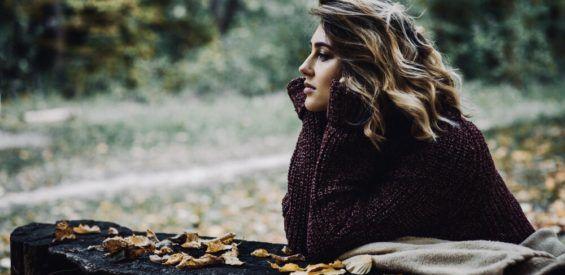 Zo beweeg je mee met de herfst en leer je loslaten