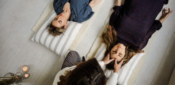 Yoga Nidra: dit is hoe het jouw zelfgenezend vermogen activeert