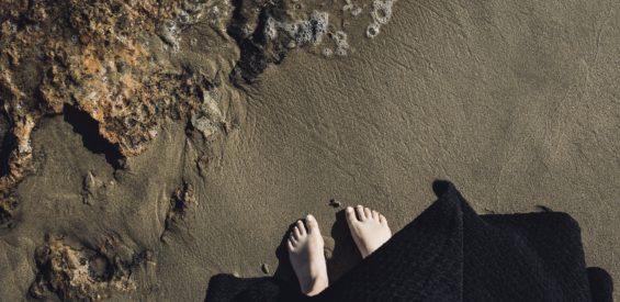 Voetreflexologie & depressie: dit verklappen je voeten over jouw sombere kant