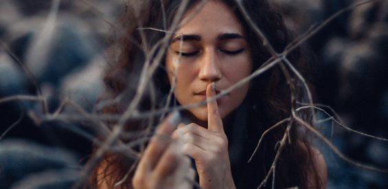 Leven volgens je vrouwelijke cyclus: zo sluit je vrede met jouw geheime blauwdruk