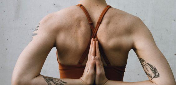 Dit is hoe yoga (vooral na je 40e) een goede hormoonbalans ondersteunt