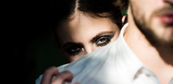 Slachtoffer van partnergeweld? Zó herken jij de signalen en open je het gesprek