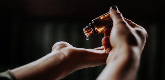 Essentiële sinaasappelolie: dit is het effect van een flesje vloeibare zonneschijn op je gezondheid