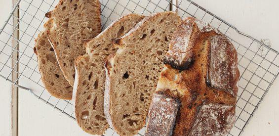 Zelf broodbakken is hot! Foodie verklapt hoe jij je eigen zuurdesembrood maakt