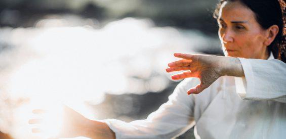 Qigong: zo activeer je jouw levensenergie (Qi) met deze eenvoudige bewegingen