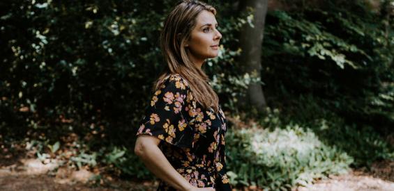 Introvert in een extroverte wereld: zo houd je jezelf staande…