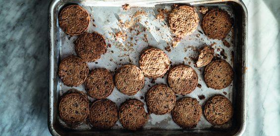 Recept voor gezonde haverkoekjes: zo bak je een trommel vol crunchy genot