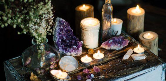 Sacred space: met deze 10 stappen zet jij thuis de energie voor heling en manifestatie 'aan'