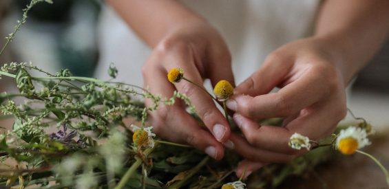 Herbal Hero Emanuelle Vos: 5 tips om het natuurlijke reinigingsproces van je lijf te steunen
