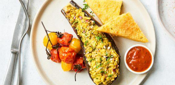 Vegan recept: gepofte aubergines met spicy edamame boontjes