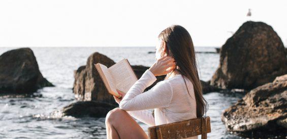 Holistik boeken top 10: déze bestsellers mogen niet ontbreken in jouw strandtas