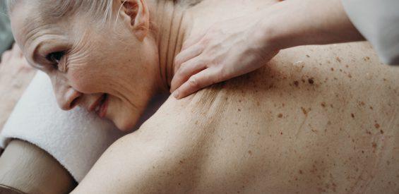 Aanraking als medicijn: dit is hoe een massage helpt bij depressie