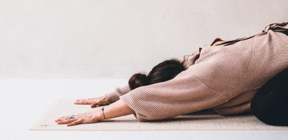 Gratis online les: zó ondersteun je jouw spijsvertering met yin yoga